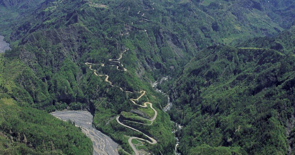 Cilaos Route 400 virages Tout sur la reunion